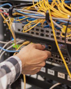 התקנת תשתיות רשת ותקשורת